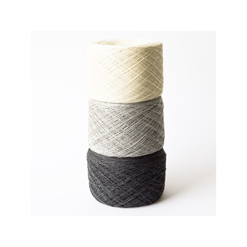 Set Little Bells Socks and fingerless Gloves knitting pattern www.wollefein.ch